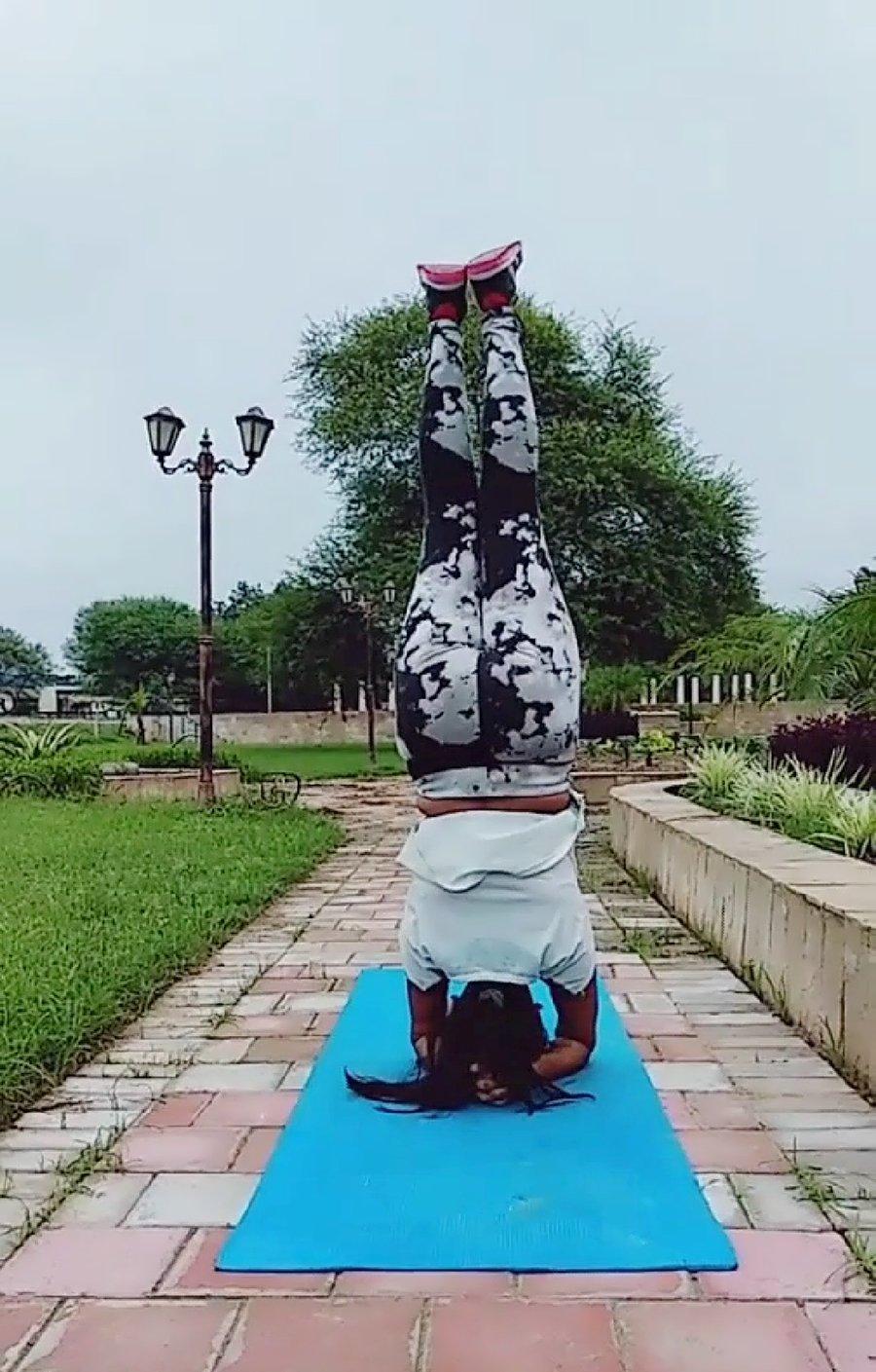 The Magic of Yoga : Sirsasana - Ajisth's Momstyle